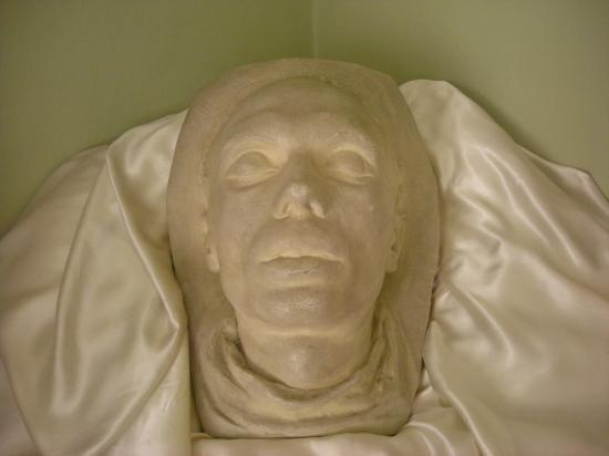 Le masque funéraire