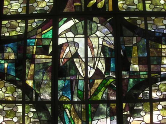 Détail d'un vitrail de la chapelle de la Vierge